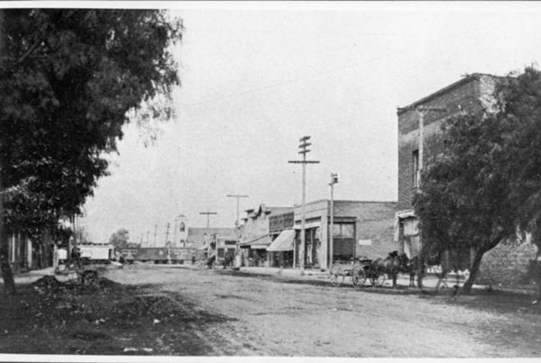 Gardena Boulevard, looking west toward Vermont