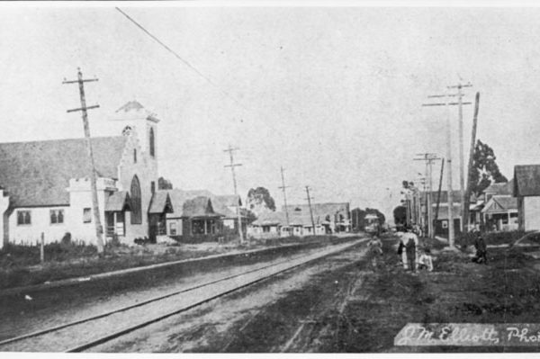 Gardena Boulevard, looking east,