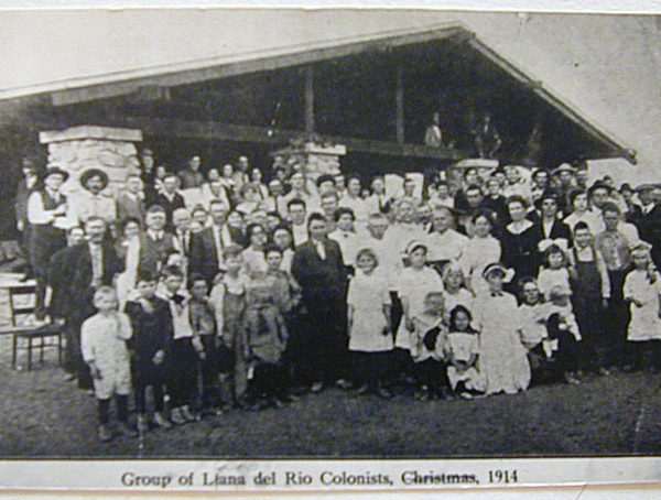 A group of Llano del Rio colonists