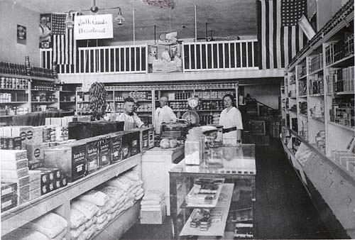 Bentley's grocery store in Claremont, 1917