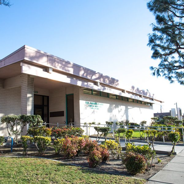 Bell Gardens Library Outside view